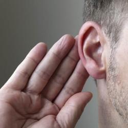 Pérdida auditiva: Cómo hablar con un ser querido